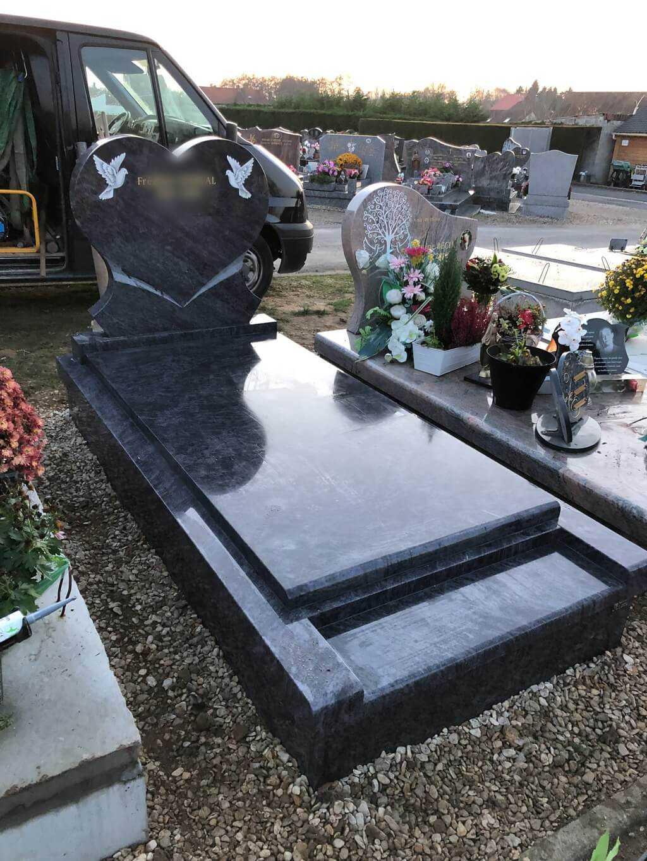 plaques funéraires Aubry-du-Hainaut