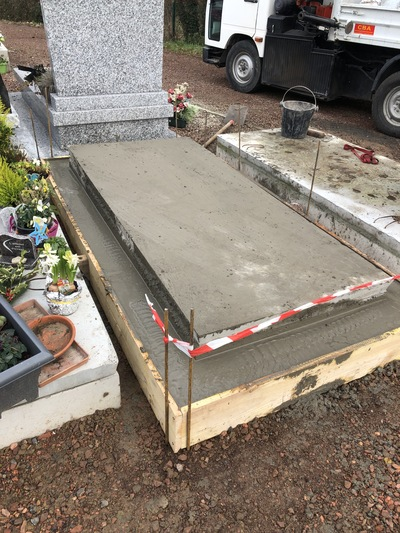 pierre tombale Aubry-du-Hainaut