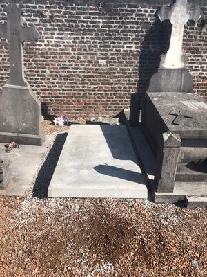 monument funéraire à Aubry Du Hainaut